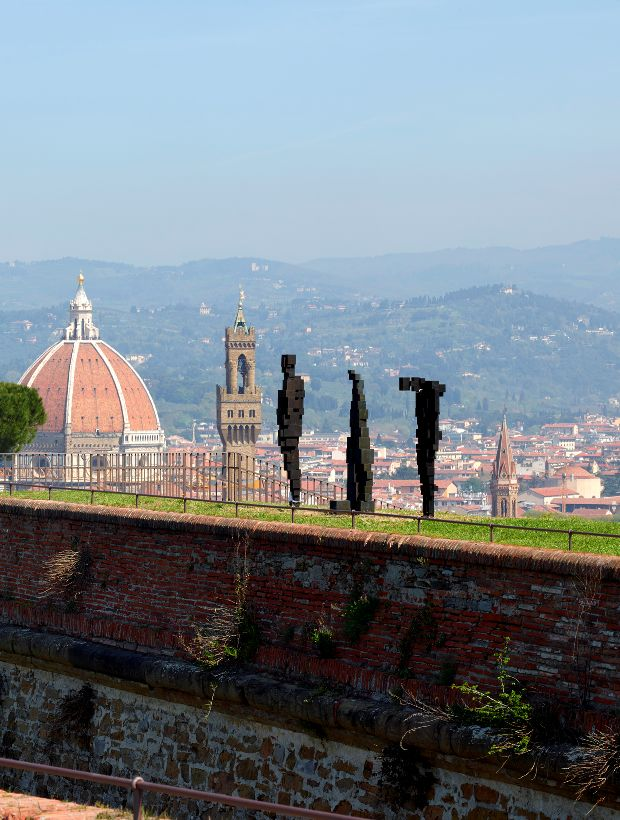 Antony Gormley HUMAN Forte di Belvedere, Florence, Italy Photograph by Pietro Savorelli Courtesy Galleria Continua and White Cube © the Artist