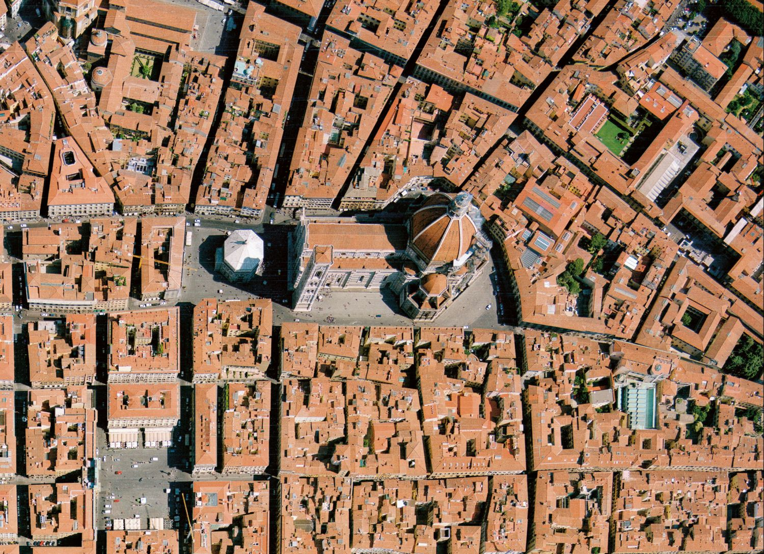 santa maria del fiore A distinctive feature of florence's skyline is the dome of the cathedral santa  maria del fiore florence live the building itself, located due north of the piazza  de.