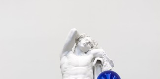 Jeff Koons Gazing Ball (Barberini Faun), 2013 Gesso e vetro / plaster and glass 177.8 x 121.9 x 139.4 cm / 70 x 48 x 54 7/8 inches © Jeff Koons Photo: Tom Powel Imaging